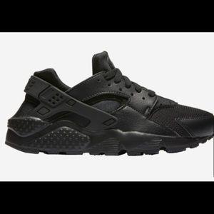 All Black Nike Huaraches